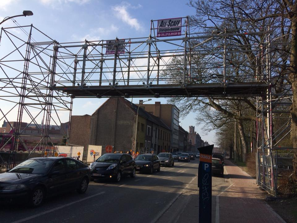 voetgangersbrug over weg Gent